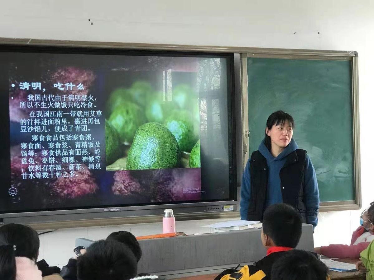 """""""回顾历史,缅怀先烈""""清明节主题教育活动"""