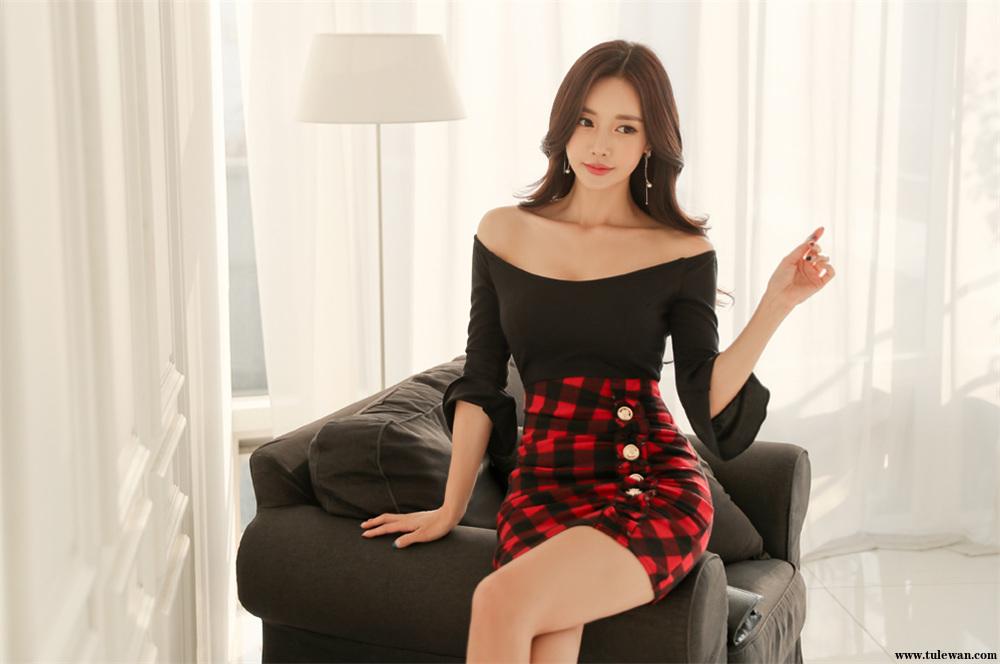 孙允珠丨娇黑苜蓿深邃晚荷低胸格子裙
