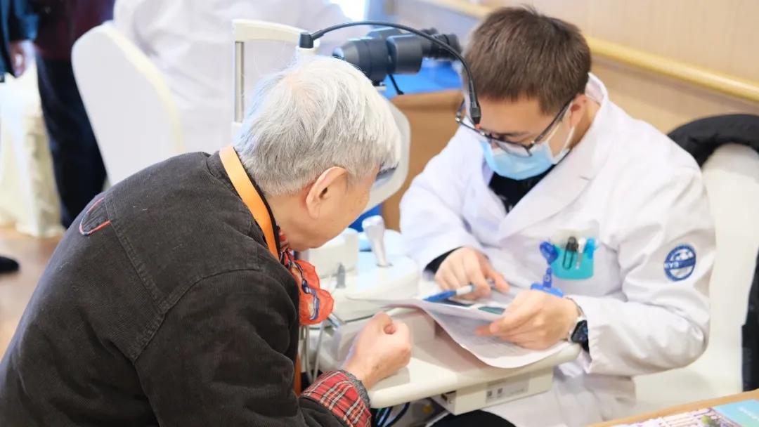 浙江老年报携手杭州爱尔眼科公益行走进郎和国际疗养中心