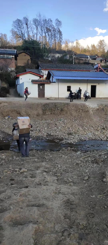 成都西囡妇科医院:关爱山区孩子,让这个冬天不再寒冷