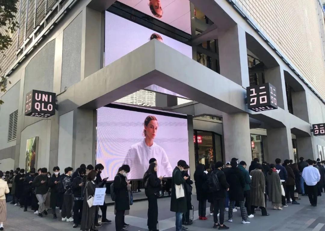 日本优衣库遭顾客暴力疯抢,当地网友却甩锅中国人…
