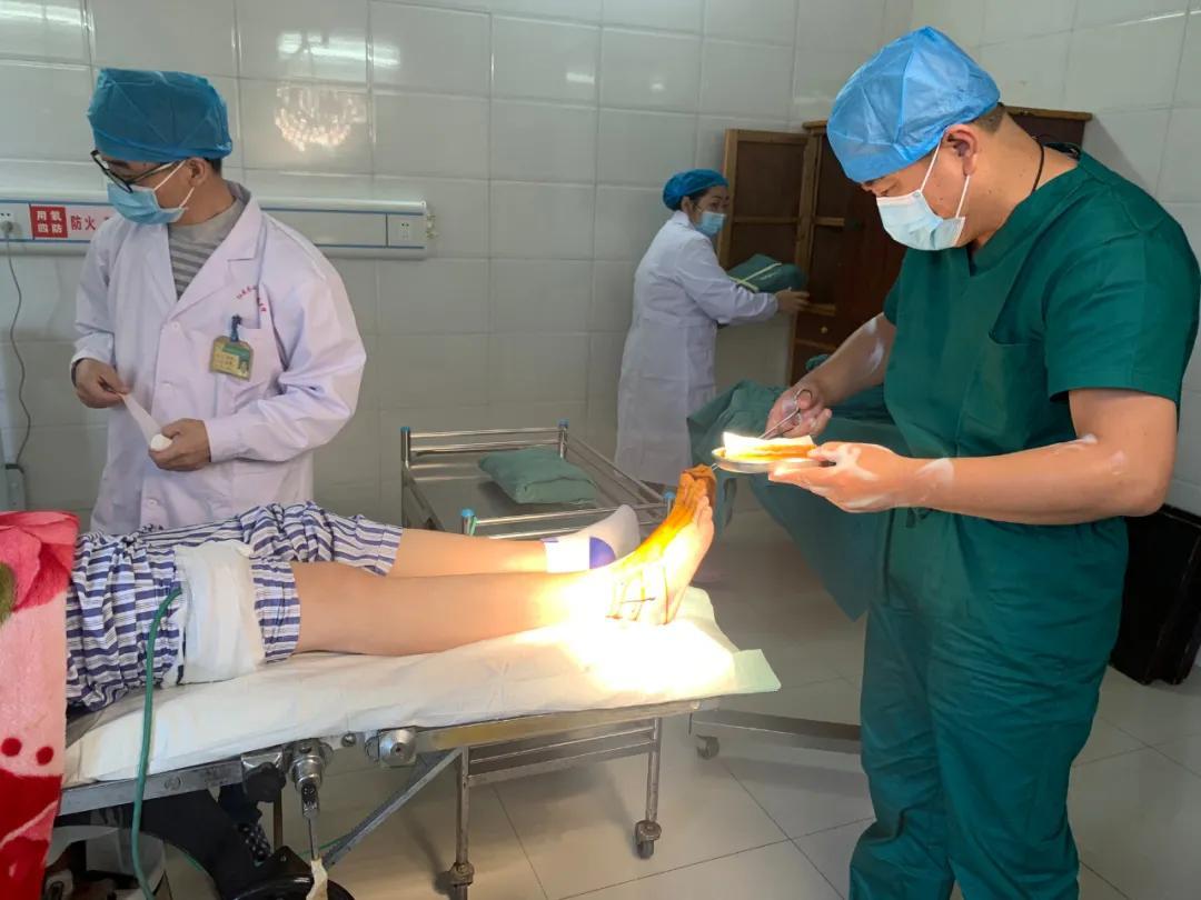 华润武钢总医院专家带领红安苏区医院外科团队圆满完成首例外科手术